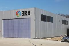 Logo BRB Ba ścianie magazynu